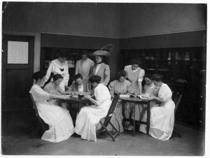 "Students at the University of Wisconsin-Madison gather during ""clothing class"" in 1911. (Credit: Univ.Wis.Mad.)"