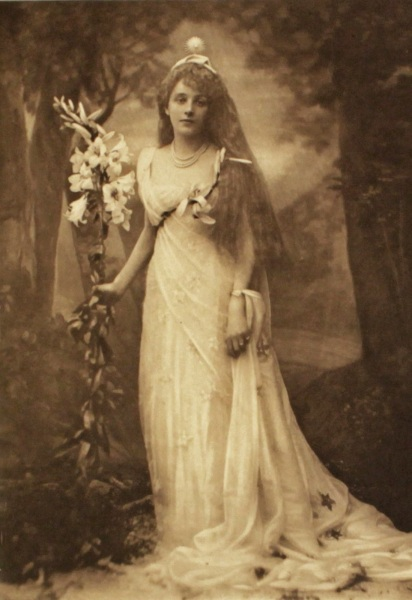 Mrs J Graham Menzies in the role of Titania, Queen of the Fairies