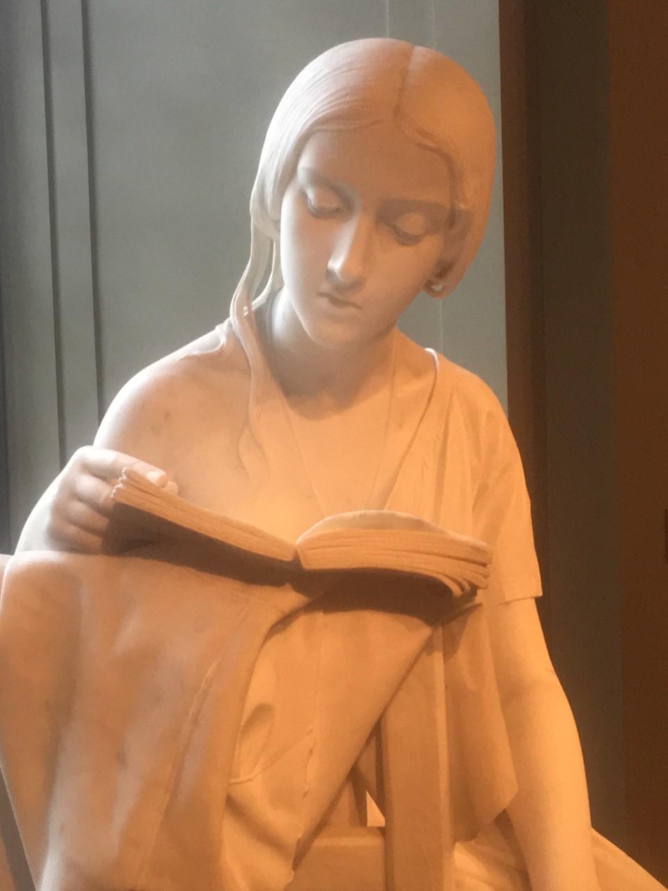 reading_woman